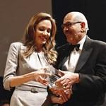Fotó: Angelina Jolie díjat kapott a Berlinalén