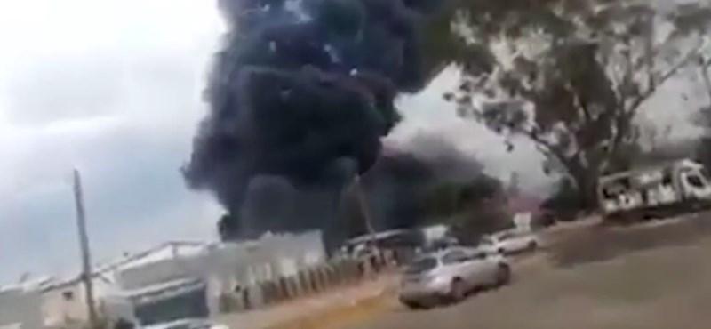 Robbanás tarolt le egy izraeli tűzijátékgyárat - videó
