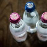 Súlyos reklámban alázzák a palackos vizet fogyasztókat