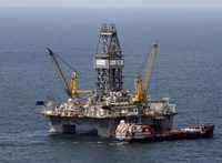 Kapkodás az olajpiacon, kik és miért ráncigálják az árakat?