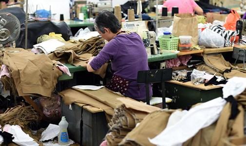 Kényszermunka, környezetszennyezés: bíróság előtt fognak felelni a divatcégek?