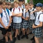 Ezért hordanak szoknyát a fiúk is a brit iskolában