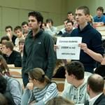 Botrány a Corvinuson, tüntetők ezrei a spanyol utcákon - a hét képekben