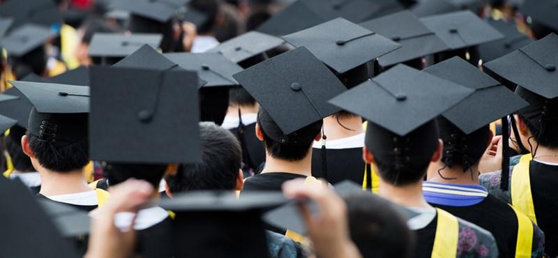 Fellélegezhetnek a hallgatók: mégsem kell búcsúzni a diplomától?