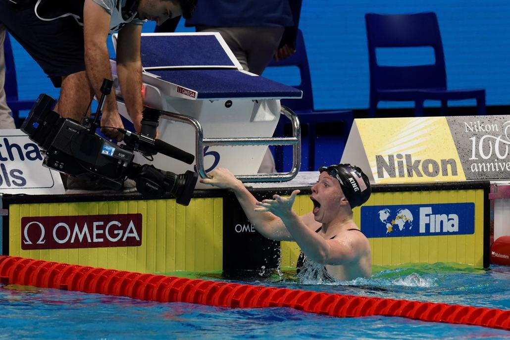 rev.17.07.25. - FINA nagyítás - Az amerikai Lilly King a százméteres női mell megnyerése után