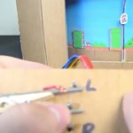 Ha ilyet csinál a gyerekének, ön lesz az év szülője: Super Mario játék házilag, kartonból – videó