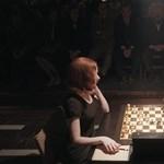 Polgár Judittal beszélgetett a Netflix sakkozós sikersorozatának főszereplője