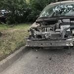 Se jogsi, se forgalmi, ittas is volt a sofőr, és még a gyerekeit is magával vitte az összetört kocsijában