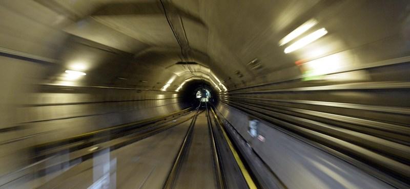 Hétvégén összecsaphatnak a kisbabások és a bringások a 4-es metrón