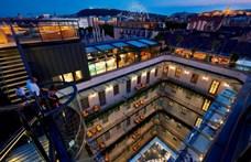 New York-i szállodamágnással állt össze a magyar épületszobrász