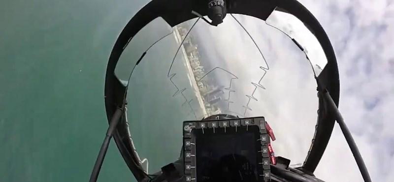 Videó: így néz ki, amikor a városban, toronyházak között repkednek vadászgépekkel