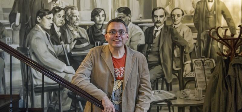 Dragomán javasolja Orbánnak: tiltsa be az angol nyelvet is