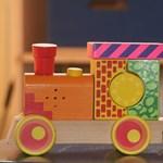 Izgalmas játékokat festettek a tanárok, diákok és a szülők a nagymágocsi iskola udvarára