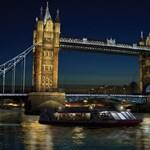 LED-fénybe borul a londoni Tower Bridge
