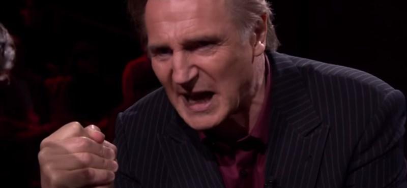 Liam Neeson élő adásban fitogtatta erejét – videó