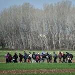 Több mint harminc külföldi fotóriportert állított elő a macedón rendőrség