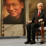 Jelképesen adták át a Nobel-békedíjat Liúnak