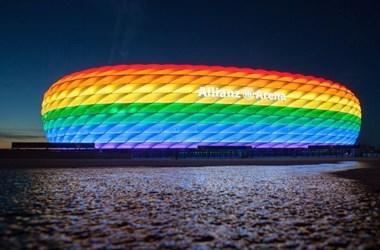 München vezetése hivatalosan kéri, hogy szivárványszínben világíthassák ki a stadiont