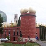 Építészeti humor! 5 furcsa, bolondos épület (fotókkal)
