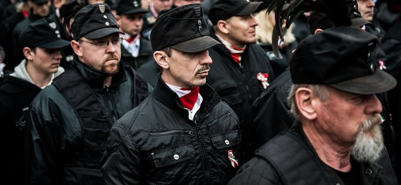 Rendőrség: Ezért nem léptünk fel a gárda-egyenruhások ellen március 15-én