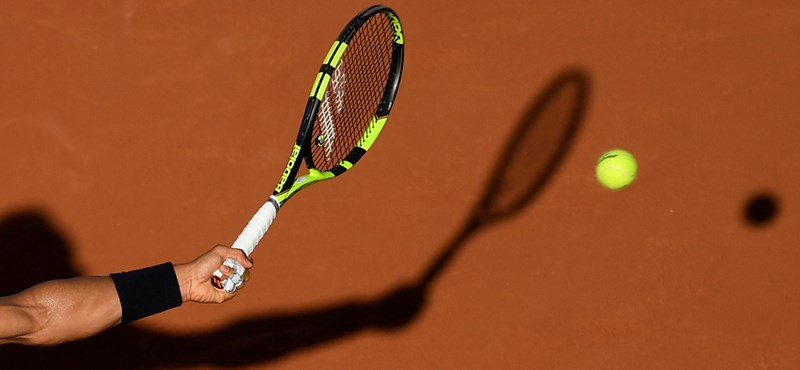 A Croatian tennis player offered to get his hand tattooed for money