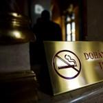 Eldőlt: betiltják a dohányzást a romániai kocsmákban is