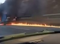 Videó: kisteherautó lángolt az M0-son