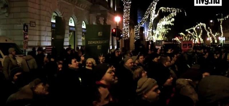 Orbán félt szembenézni a tömeggel - videó