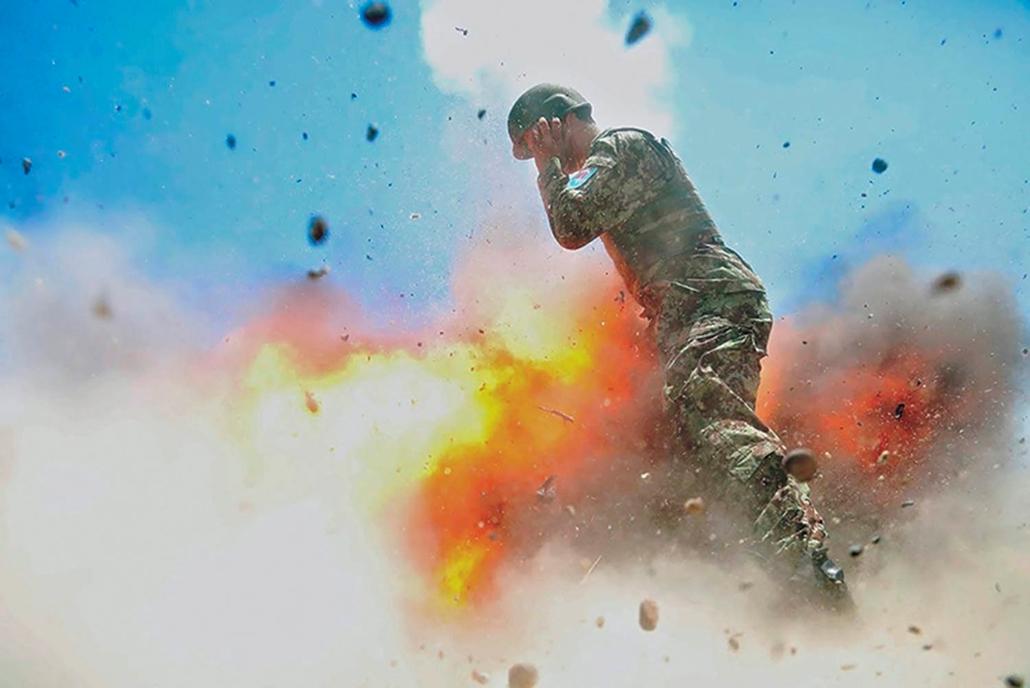 mti.17.05.02. 2017. május 2-án az afgán és az amerikai hadsereg által közreadott képen felrobban egy aknavető az afgán hadsereg éles lőgyakorlatán Lagham tartományban 2013. július 2-án. Az amerikai hadsereg 2017. május 2-án közzétett jelentése szerint az