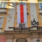 Történelmi belarusz zászló került a budapesti városházára