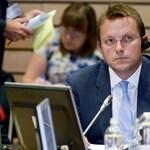 Várhelyi kemény percekre számíthat, ha nem határolódik el Orbántól – mondja egy EP-képviselő