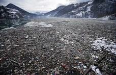 Nekiálltak kitakarítani egy szerbiai tavat, még koporsót is találtak