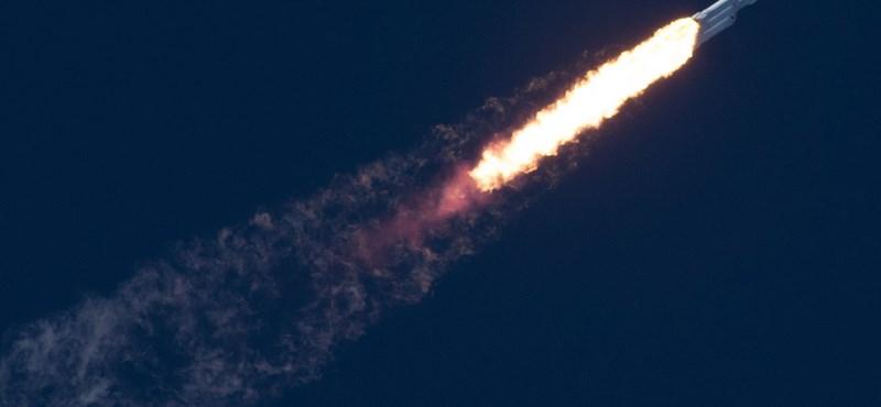 Pont ez hiányzott: megszólaltak a laposföld-hívők a SpaceX rakétakilövéséről