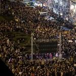 Tízezrek tüntettek Prágában a miniszterelnök lemondását követelve