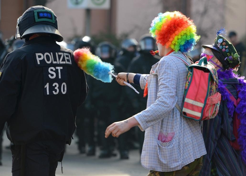 afp. Frankfurt tüntetés, európai központi bank, 2015.03.18. European Central Bank (ECB)