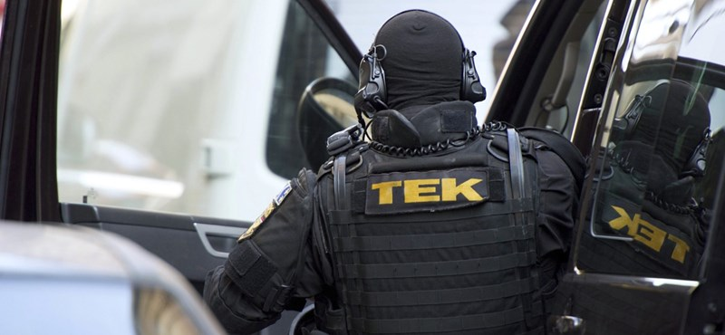 Felfegyverzett kommandósok vonultak ki egy 18. kerületi utcába