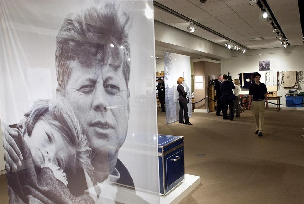 05.02.08. - New York, USA: Kennedy és lányának, Caroline-nak közös képe a Sotheby's aukciós ház kikiáltásán. - John F. Kennedy, John Fitzgerald Kennedy