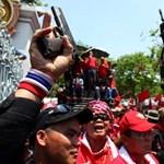 Elvonulnának a thai tüntetők, ha a kormányfő helyettese feladná magát
