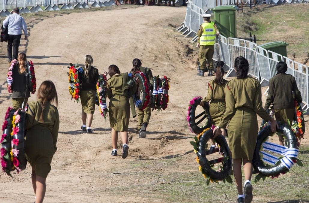 afp. 2014.01.13. Ariel Saron temetése, Havat Sikmim