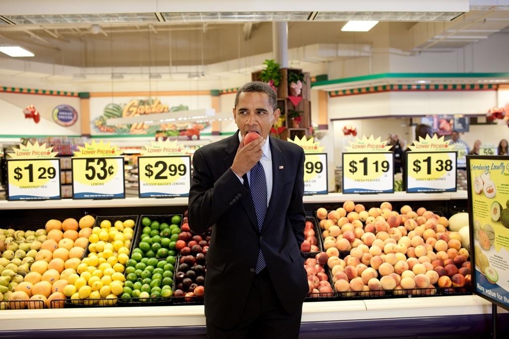 lehetőleg ne - flickrCC_! - 09.07.29. - Bristol, Virginia, USA: Barack Obama a virginiai Bristol városában található egyik supermarketben 2009. július 29-én. - Barack Obama nagyítás