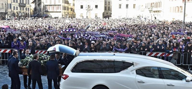 Fotók: ezrek búcsúztatták Davide Astorit, a Fiorentina 31 évesen meghalt kapitányát