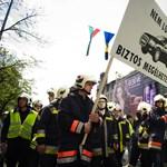Külföldi tűzoltókat is hívnak a következő tüntetésre
