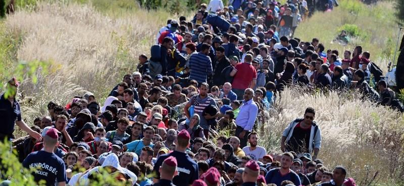 800 millióból akarja távol tartani a kormány a menekülteket és a csempészeket