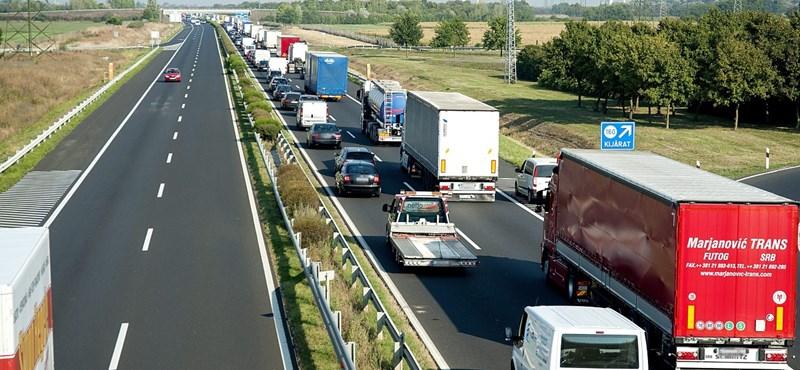 Újra ellenőriznek az osztrákok, kilométeres a torlódás a határon
