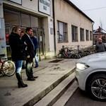 Selmeczi Gabriella szerette volna, ha titokban marad, milyen kocsival érkezett a jászsági fórumra - fotó