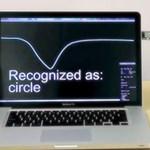 Digitális, gesztusokkal vezérelhető ajtókilincs