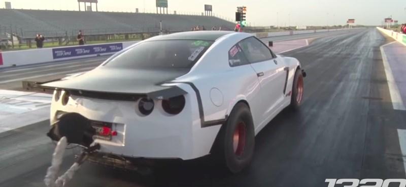 Ez a 3000(!) lóerős Nissan pont úgy gyorsul, ahogy azt ön is sejti – videó