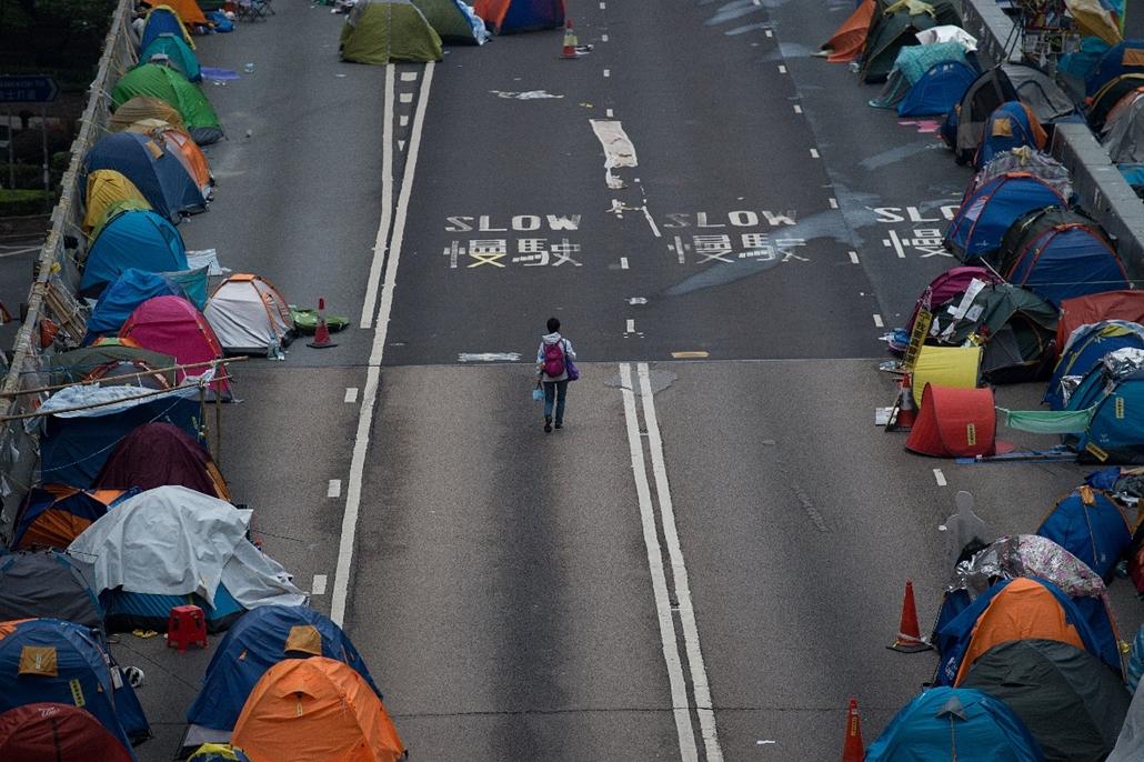 afp.14.12.03. - Hongkong, Kína: tüntetések - sátrak az úttesten - 7képei