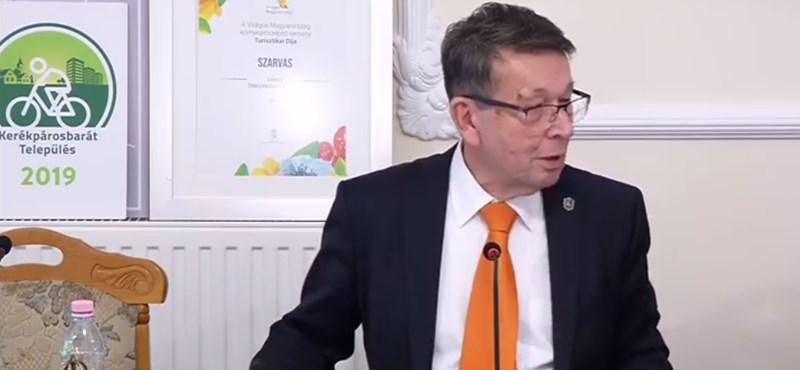 Szarvasi polgármester: nem rakom a számba, az nőnek jobban áll