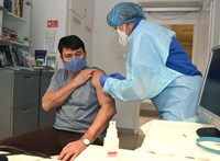Áder Jánost beoltották, mégpedig a kínai vakcinával